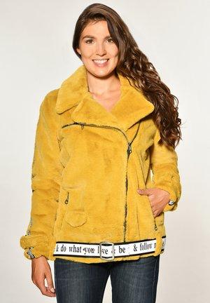 MIT ASYMMETRISCHEM REISSVERSCHLUSS MALIBU - Winter jacket - sun