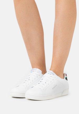 IMPULSE - Zapatillas - white/black/silver