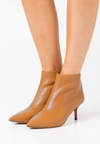 Pura Lopez - Ankle boots - chestnut - 0