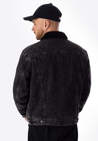 Levi's® - TYPE 3 SHERPA TRUCKER - Veste en jean - black - 1