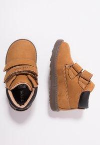 Geox - HYNDE BOY WPF - Winter boots - biscuit - 0