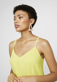 LIARS & LOVERS - TEXURED GEO DROP - Earrings - gold-coloured - 1