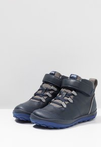 Camper - PEU PISTA KIDS - Classic ankle boots - navy - 3