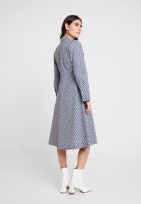 And Less - ALDEBRA DRESS - Denní šaty - blue nights - 2