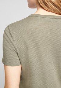 s.Oliver - Basic T-shirt - summer khaki - 5