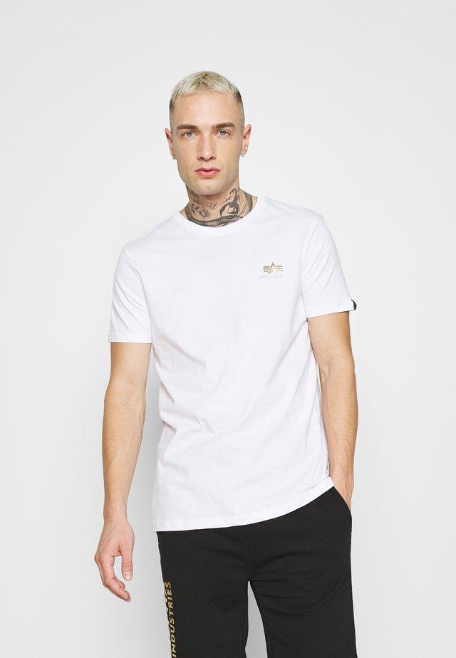 BASIC SMALL LOGO FOIL PRINT - T-shirt basic - white/yellow gold