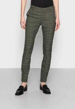 ABBEY GLENN PANT - Jeans Tapered Fit - grape leaf