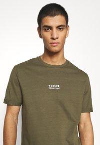 YOURTURN - Print T-shirt - olive - 4