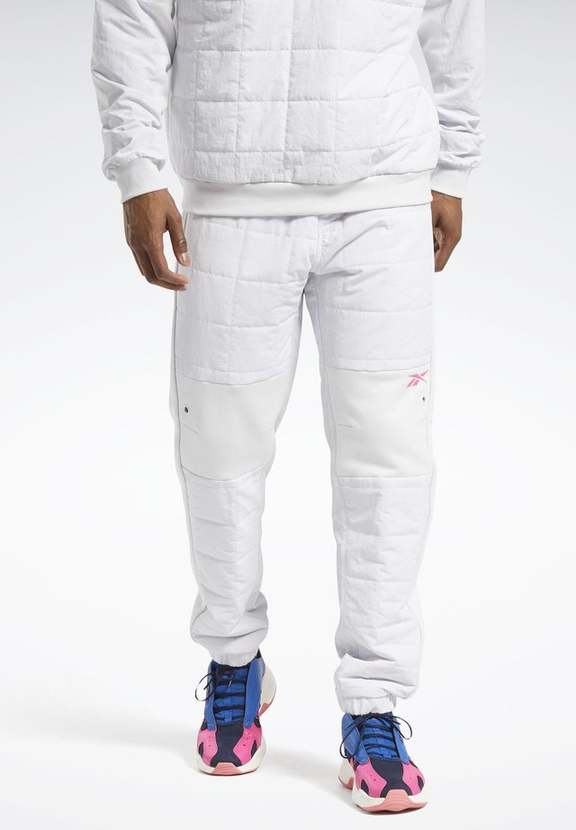 MYT QUILTED - Pantaloni sportivi - white