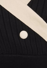 Molly Bracken - YOUNG LADIES DRESS - Pletené šaty - black - 3