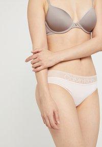 Calvin Klein Underwear - BRAZILIAN - String - rose - 5