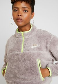 Nike Sportswear - CROP - Mikina - pumice/volt/desert sand - 0