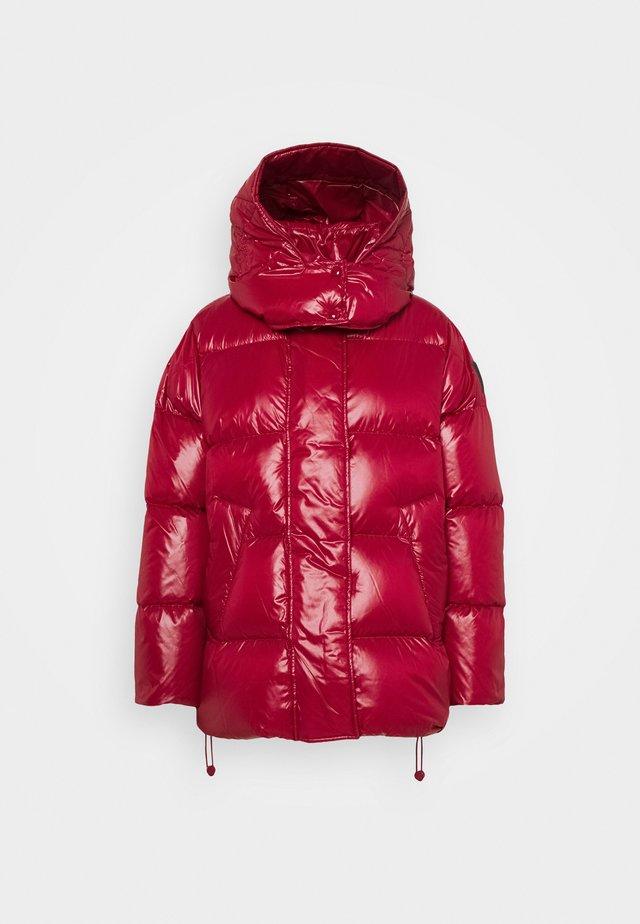 TITTY - Down jacket - kirsche