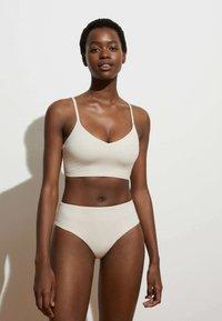 OYSHO - Bikini top - off-white - 1