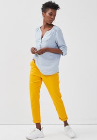 Cache Cache - Chinos - yellow - 1