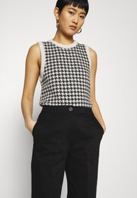 Selected Femme - SLFNORA CROPPED PANT  - Trousers - black - 3
