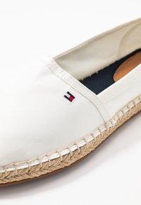 Tommy Hilfiger - RANA - Loafers - ivory - 2