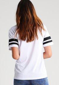 Urban Classics - 2PAC - T-shirt con stampa - white - 2