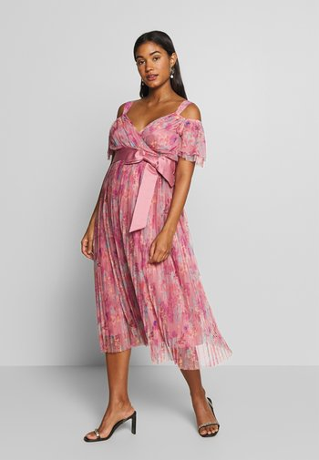 PLEATED COLD SHOULDER MIDI DRESS WITH TIE BELT