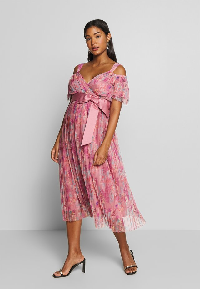 PLEATED COLD SHOULDER MIDI DRESS WITH TIE BELT - Vestido informal - pink