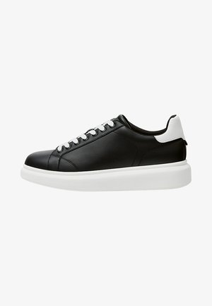 MIT VOLUMINÖSER - Sneakers - black
