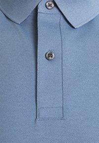 Tommy Hilfiger - REGULAR - Polo shirt - colorado indigo - 5