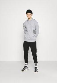 YAVI ARCHIE - MARBLE - Sweatshirt - grey - 1