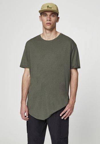 MIT LANGER PASSFORM - T-shirt - bas - dark green
