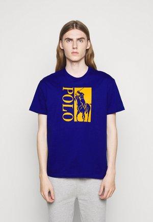 T-shirts print - heritage royal