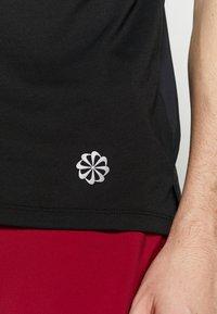 Nike Performance - RISE HYBRID - Print T-shirt - black - 6