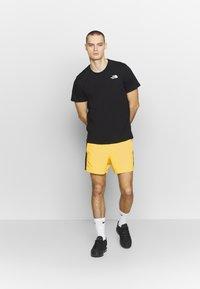 The North Face - EXTREME - Shorts - lemon combo - 1