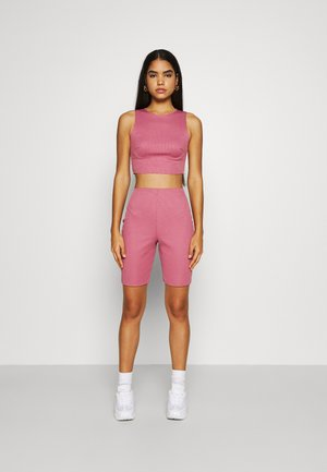 RACER NECK CROP AND CYCLING SET - Kraťasy - pink