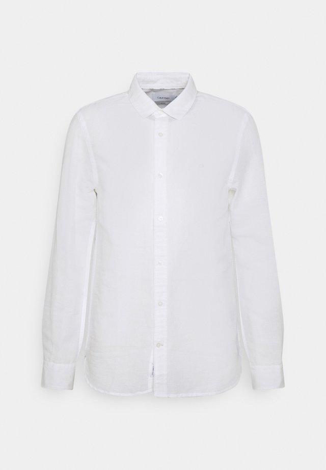 SLIM FIT SHIRT - Shirt - white