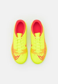 Nike Performance - MERCURIAL JR VAPOR 14 CLUB IC UNISEX - Indoor football boots - volt/bright crimson - 3