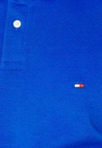 Tommy Hilfiger - 1985 REGULAR - Polotričko - bio blue - 5