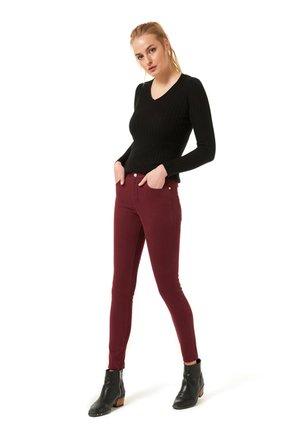 Jeans Skinny Fit - dunkelrot