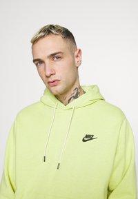 Nike Sportswear - HOODIE - Sweat à capuche - limelight/smoke grey - 3