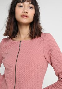 Vila - VINAJA NEW SHORT JACKET - Lehká bunda - ash rose - 4