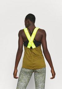 Nike Performance - DRY ELASTIKA TANK - Camiseta de deporte - olive flak/volt - 2
