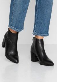 Steve Madden - JILLIAN - Ankle boots - black - 0