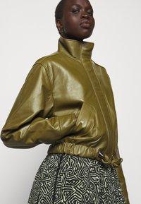 Proenza Schouler White Label - LIGHTWEIGHT DRAWSTRING WAIST JACKET - Leather jacket - military - 3