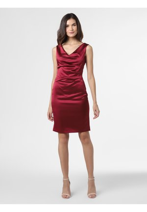 MIT RAFFUNG - Shift dress - bordeaux