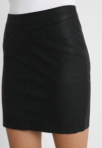 ONLY - Falda de tubo - black - 3