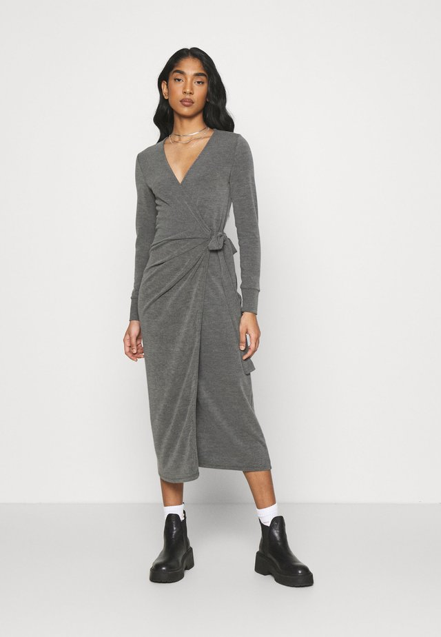 WASHED MIDI WRAP - Sukienka dzianinowa - washed black