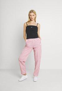 Nike Sportswear - AIR PANT - Pantalones deportivos - pink glaze/white - 1