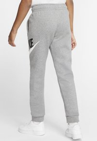 Nike Sportswear - CLUB PANT - Verryttelyhousut - carbon heather/smoke grey - 2