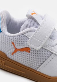 Puma - MULTIFLEX SPORT UNISEX - Scarpe da fitness - white/vibrant orange - 5