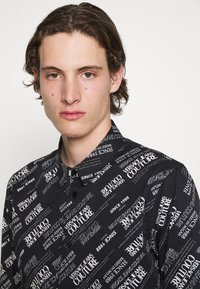 Versace Jeans Couture - WARRANTY REPEAT - Shirt - nero - 6
