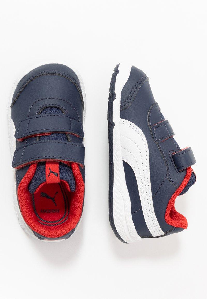 Puma - STEPFLEEX 2 UNISEX - Zapatillas de entrenamiento - peacoat/white/flame scarlet