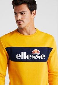 Ellesse - NEBBIOLO - Sudadera - dark yellow - 3